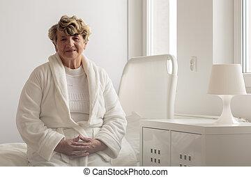 Woman wearing bathrobe in hospital - Senior woman wearing ...