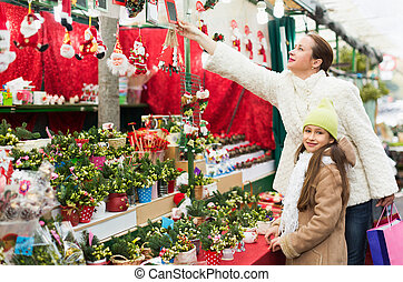 Woman with daughter in market - Woman with positive daughter...