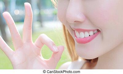woman with health teeth