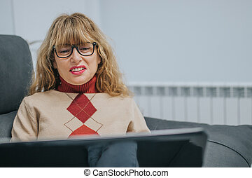 woman with laptop on the couch