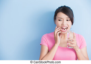 woman with sensitive teeth - woman drink water with ...