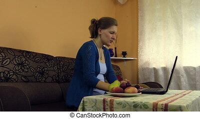 woman work active laptop