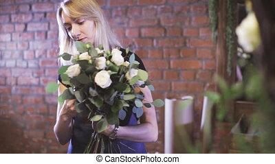Woman working in flower shop - Florist preparing a flower...