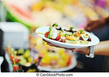 womanl, chooses, smakelijk, maaltijd, in, buffet, op, hotel