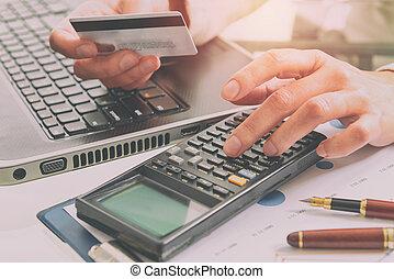 womans, kezezés kitart hitel kártya
