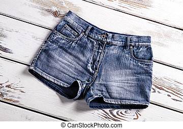 New jeans shorts on showcase.