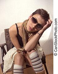 womanstående, med, sunglassess