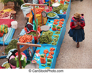 Women in the market in Urubamba in the Sacred Valley near ...