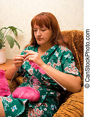 women knits on spokes 2