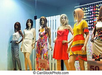 women-mannequins, escaparate