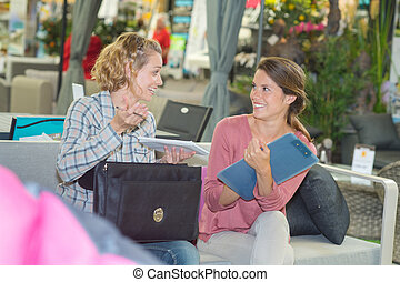 women meeting for a business proposal