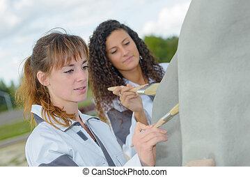 women outdoor painters
