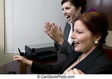 women!, vittorioso, affari