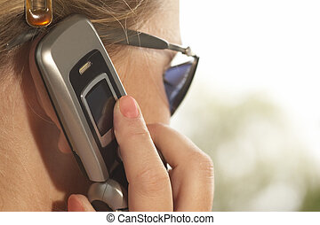 women with mobile phone - Capturefile:...