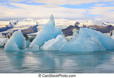 Wonderful view of glacial lake Jokulsarlon, Iceland -...