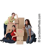 woning, verhuizing, drie vrouwen