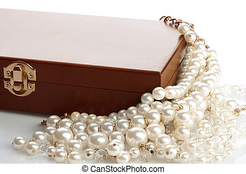 Wooded bow pearls