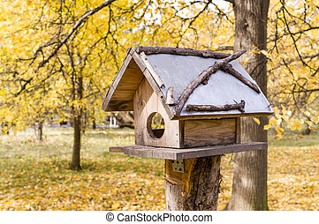 birdhouse in the autumn park. nature.