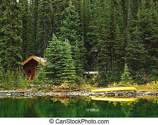 Wooden cabin at Lake O'Hara, Yoho National Park, Canada -...