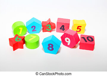Wooden figures with numbers 1, 2, 3, 4, 5, 6, 7, 8, 9 and 10. Wooden cubes with numbers for children.