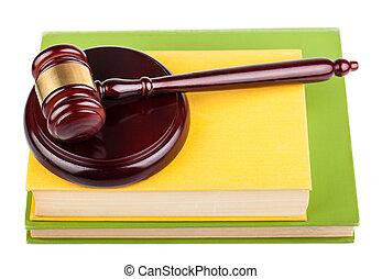 wooden gavel, képben látható, előjegyez