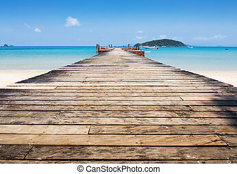 Wooden jetty on exotic beach Koh Chang island, Thailand -...