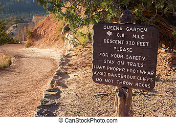 Wooden sign at Queens Garden trail in Bryce Canyon