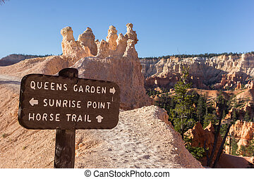 Wooden sign on Queens Garden trail in Bryce Canyon
