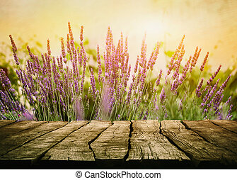 wooden table, met, lavendel