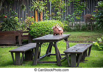 wooden table, tuin