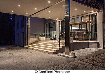 Woodland hotel - entrance