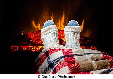woolen, nő, zokni, lábak, kandalló, melegítés