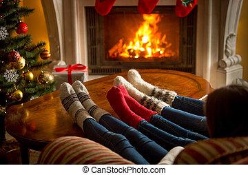 woolen, vivendo, queimadura, família, meias, pés, lareira, ...