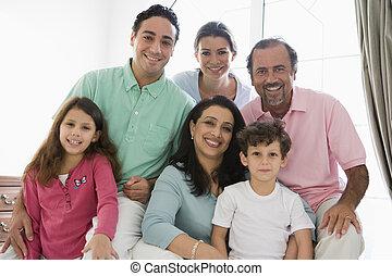 woonkamer, gezin, zittende , (high, key), het glimlachen