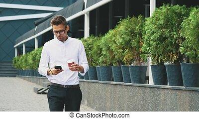 work., business, habillé, jeune, va, homme affaires, vêtements, lunettes