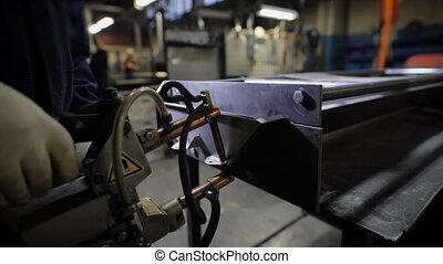 Work using mechanized hand for spot welding of metal...