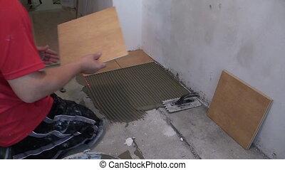 worker lay tiles