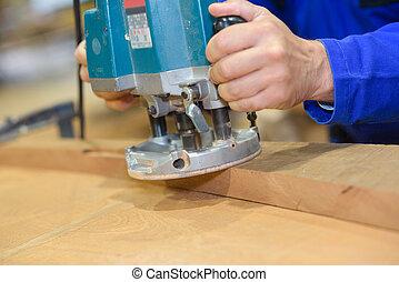 worker polishing a wood