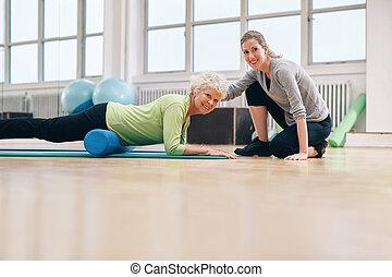 workout, bejaarden, gym, trainer, haar, vrouw, portie