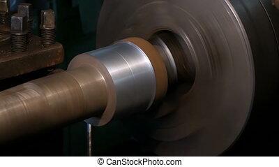 Workpiece machining on an old lathe