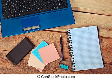 workplace, laptop, på, trä tabell