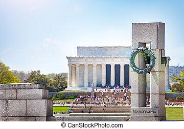 World War 2 and Lincoln Memorials in Washington
