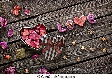 wort, liebe, mit, geformt, valentinestag, geschenkschachtel