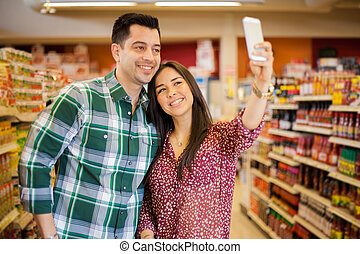 wpływy, selfie, supermarket