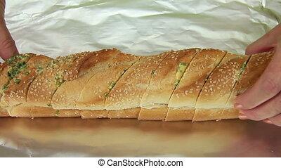 Wrapping Garlic Bread In Foil - Wrapping garlic bread in...