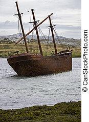 Wreck of the Lady Elizabeth in Whalebone Cove - Falkland ...