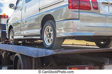 wrecker transports broken miniveins - help on road...