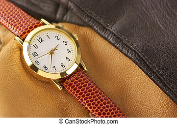Wrist watch - Classical wrist watch with leather accessory.