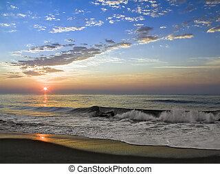 wschód słońca, fale przybrzeżne