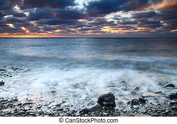 wschód słońca, na, przedimek określony przed rzeczownikami, ocean